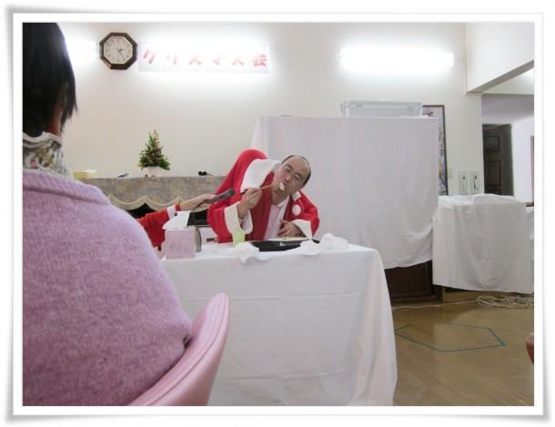 クリスマスに二人羽織り?