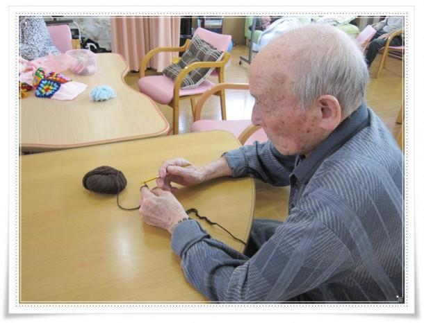 男の方が編み物